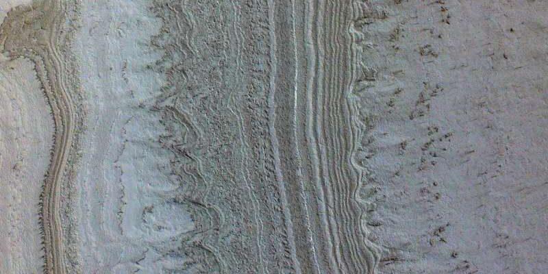 Глины, а не вода, вероятно, являются источником марсианских озер